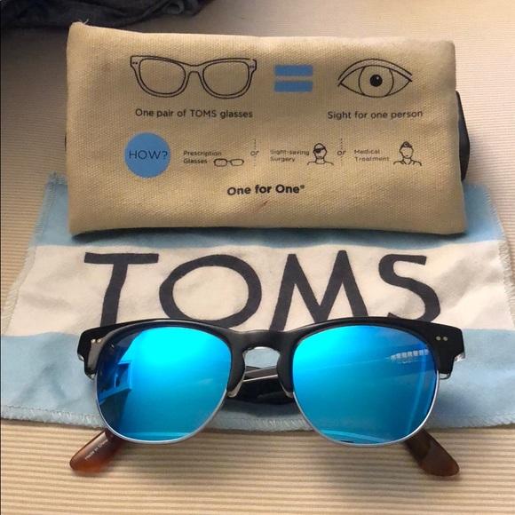 d8f15708397 Authentic TOMS Sunglasses. M 5b909f2cdcfb5a0aabc60151